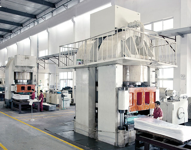 We havemore than 8 sets hydraulic machine equipment, the largest one is over 20000 tons,and can produce more than 50 specifications and sizes Plate Heat Exchangers.